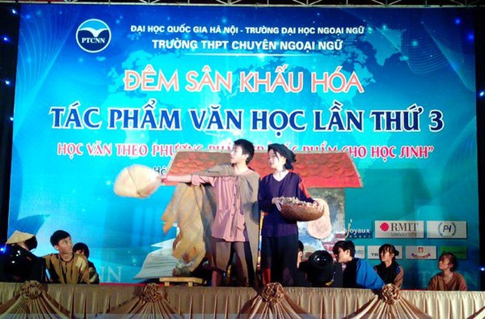Role play nurtures students' love for literary works  - ảnh 1