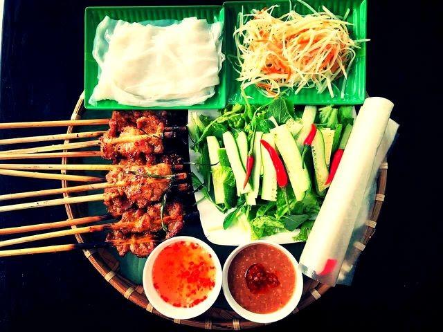 Street food in Hoi An ancient town - ảnh 1