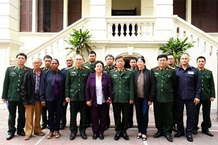 Lãnh đạo Tổng cục Chính trị Quân đội nhân dân Việt Nam tiếp Đoàn thân nhân liệt sĩ Cuba  - ảnh 1