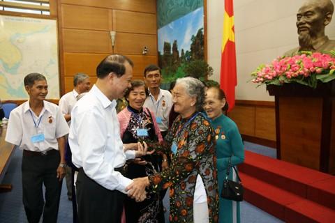 Phó Thủ tướng Vũ Văn Ninh tiếp đoàn đại biểu người có công tỉnh Vĩnh Long  - ảnh 1