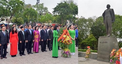 Lãnh đạo thành phố Hà Nội dâng hoa tưởng nhớ V.I.Lenin - ảnh 1