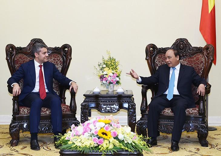 Thủ tướng Nguyễn Xuân Phúc tiếp lãnh đạo Ngân hàng đầu tư Goldman Sachs  - ảnh 1