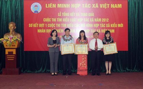 Lễ tổng kết và trao giải cuộc thi tìm hiểu Luật Hợp tác xã năm 2012 - ảnh 1