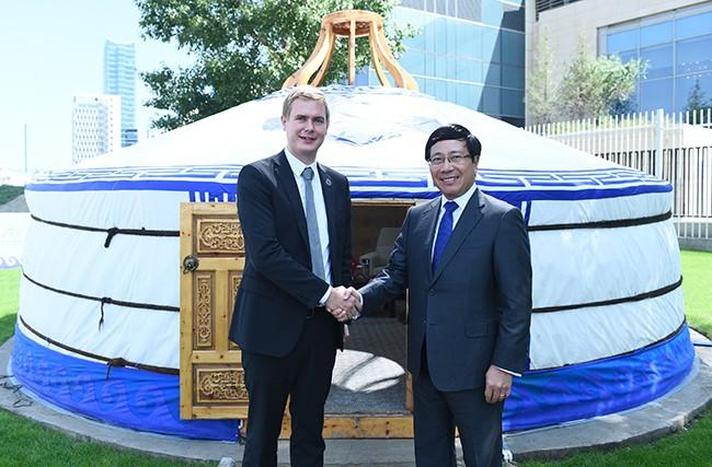 Các cuộc tiếp xúc song phương của Phó Thủ tướng, Bộ trưởng Ngoại giao Phạm Bình Minh  - ảnh 2