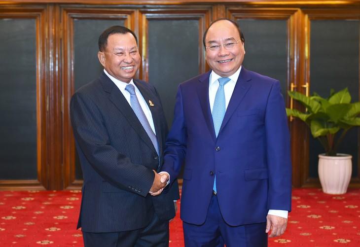 Thủ tướng Nguyễn Xuân Phúc hội kiến Chủ tịch Thượng viện và Chủ tịch Quốc hội Campuchia - ảnh 1