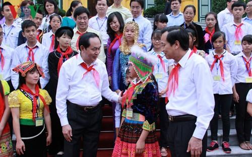 Chủ tịch nước Trần Đại Quang gặp mặt trẻ em có hoàn cảnh đặc biệt tiêu biểu toàn quốc - ảnh 1