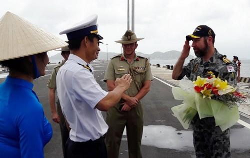 Tàu chiến Hải quân Australia thăm hữu nghị các địa phương ở Việt Nam  - ảnh 1