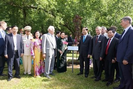 Chủ tịch Trần Đại Quang dâng hoa tượng Chủ tịch Hồ Chí Minh ở thủ đô Moscow - ảnh 1