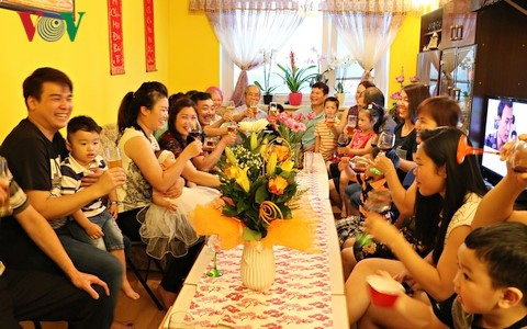 Gia đình với văn hóa Việt ở nước ngoài - ảnh 1
