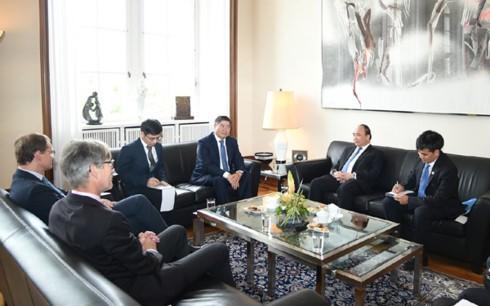 Thủ tướng Nguyễn Xuân Phúc gặp Thủ hiến kiêm Thị trưởng Berlin - ảnh 1