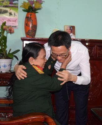Phó Thủ tướng Vũ Đức Đam thăm và tặng quà gia đình chính sách tỉnh Kon Tum  - ảnh 1