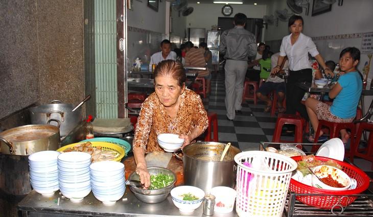 Hấp dẫn món bánh canh chả cá  của thành phố biển Quy Nhơn - ảnh 1