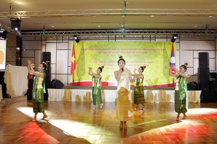Kỷ niệm 72 năm Quốc khánh Việt Nam và 55 năm ngày thiết lập quan hệ ngoại giao Việt Nam - Lào - ảnh 2