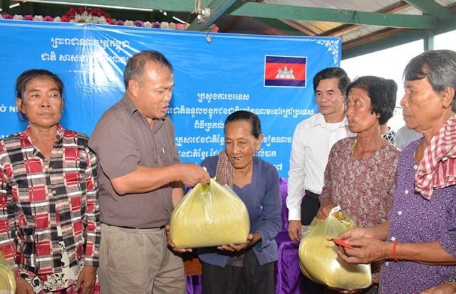 Nghĩa tình Việt Nam với người dân vùng Biển Hồ Campuchia  - ảnh 2