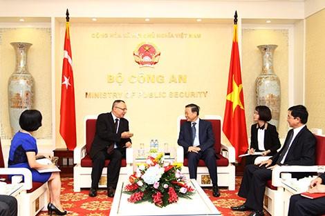 Bộ trưởng Bộ Công an Tô Lâm tiếp Đại sứ đặc biệt  Việt Nam - Nhật Bản và  Đại sứ Thổ Nhĩ Kỳ  - ảnh 1