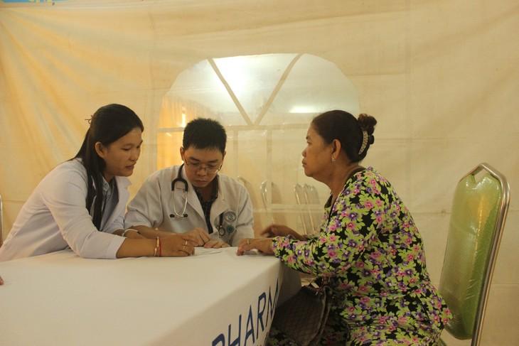 Thanh niên tình nguyện Việt Nam tổ chức các hoạt động từ thiện tại Campuchia - ảnh 1