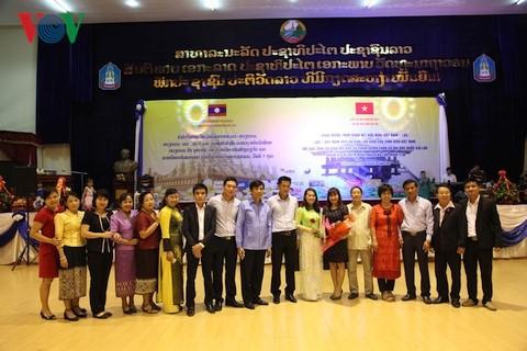 Cựu lưu học sinh Việt Nam tri ân các thầy cô giáo Lào  - ảnh 2