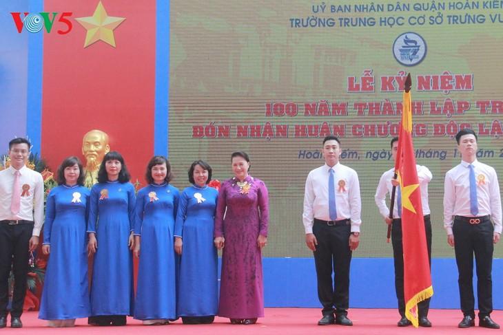 Chủ tịch Quốc hội dự Lễ kỷ niệm 100 năm thành lập Trường Trung học cơ sở Trưng Vương Hà Nội - ảnh 1