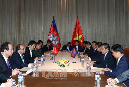 Thủ tướng Nguyễn Xuân Phúc gặp Thủ tướng Campuchia Samdech Techo Hun Sen - ảnh 1