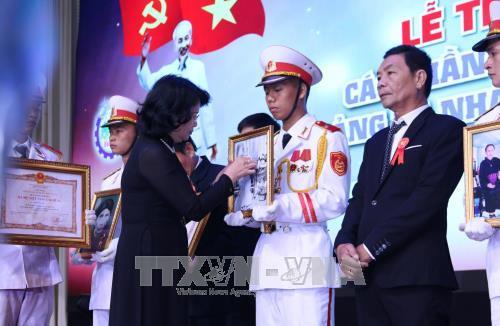 Lễ trao tặng các phần thưởng cao quý của Đảng và Nhà nước - ảnh 1