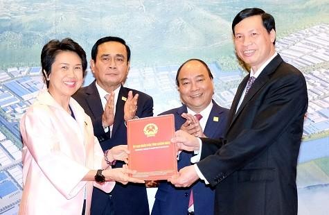 Thủ tướng Nguyễn Xuân Phúc gặp Thủ tướng Thái Lan bên lề GMS-6 - ảnh 2