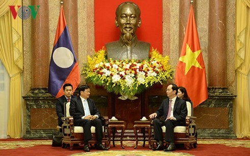 Chủ tịch nước Trần Đại Quang tiếp Thủ tướng Lào Thongloun Sisoulith  - ảnh 2