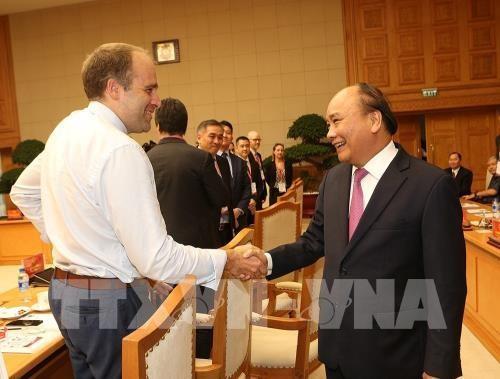 Thủ tướng gặp mặt các đại biểu dự Diễn đàn cấp cao 4.0 - ảnh 2