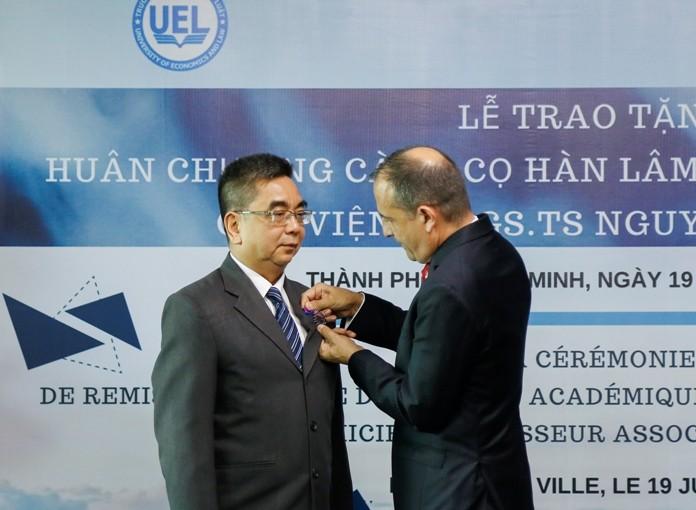Trao tặng Huân chương Cành cọ Hàn lâm của Pháp cho Phó Giáo sư, Tiến sĩ Nguyễn Ngọc Điện - ảnh 1