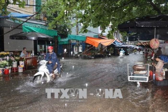 Các địa phương khẩn trương khắc phục thiệt hại do ảnh hưởng của bão Sơn Tinh - ảnh 1