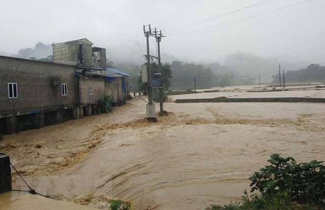 Các địa phương khẩn trương khắc phục thiệt hại do ảnh hưởng của bão Sơn Tinh - ảnh 2