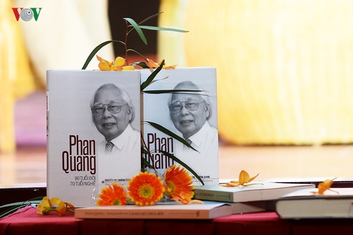 """Gặp mặt kỷ niệm 73 năm thành lập Đài TNVN và giới thiệu cuốn sách """"Phan Quang – 90 tuổi đời, 70 tuổi nghề"""" - ảnh 1"""