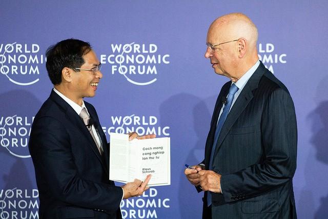 """WEF ASEAN 2018: Ra mắt cuốn sách """"Cách mạng công nghiệp lần thứ tư"""" phiên bản tiếng Việt - ảnh 1"""