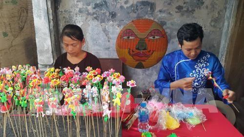 Nghệ nhân đồ chơi dân gian cùng trình diễn tại phố cổ Hà Nội - ảnh 1