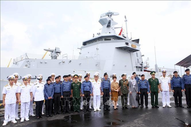 Đoàn sỹ quan, thủy thủ tàu Hải quân Brunei thăm xã giao thành phố Đà Nẵng - ảnh 1