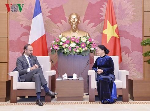 Chủ tịch Quốc hội Nguyễn Thị Kim Ngân hội kiến Thủ tướng Cộng hòa Pháp - ảnh 1