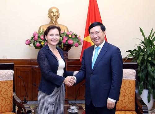 Phó Thủ tướng, Bộ trưởng Ngoại giao Phạm Bình Minh tiếp Đại sứ Italy chào từ biệt - ảnh 1