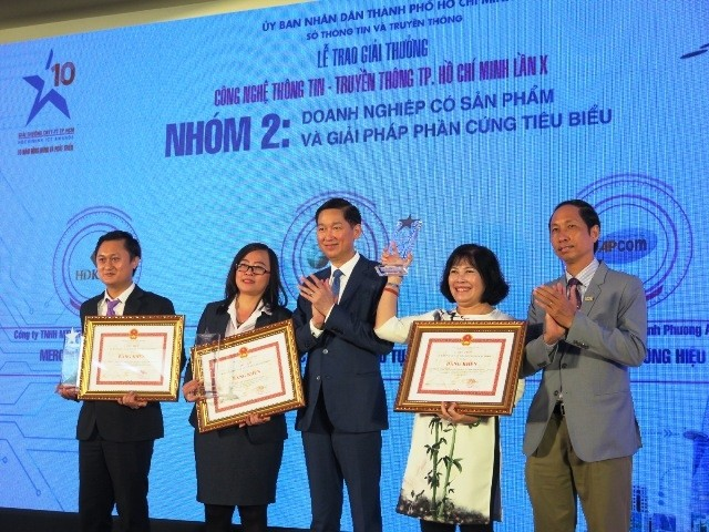Trao giải thưởng cho 6 nhóm ứng dụng công nghệ thông tin xây dựng đô thị thông minh  - ảnh 1