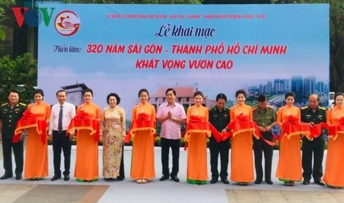 """Triển lãm """"320 năm Sài Gòn- Thành phố Hồ Chí Minh khát vọng vươn cao"""" - ảnh 1"""