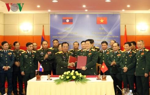 Việt Nam và Lào cam kết làm sâu sắc quan hệ quốc phòng - ảnh 1