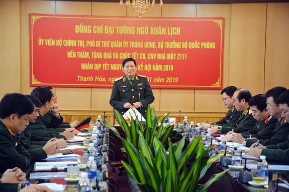 Đại tướng Ngô Xuân Lịch thăm, chúc Tết cán bộ, công nhân viên Nhà máy Z111 - ảnh 1