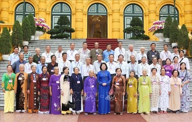 Phó Chủ tịch nước Đặng Thị Ngọc Thịnh tiếp Đoàn đại biểu người có công tỉnh Vĩnh Long - ảnh 1