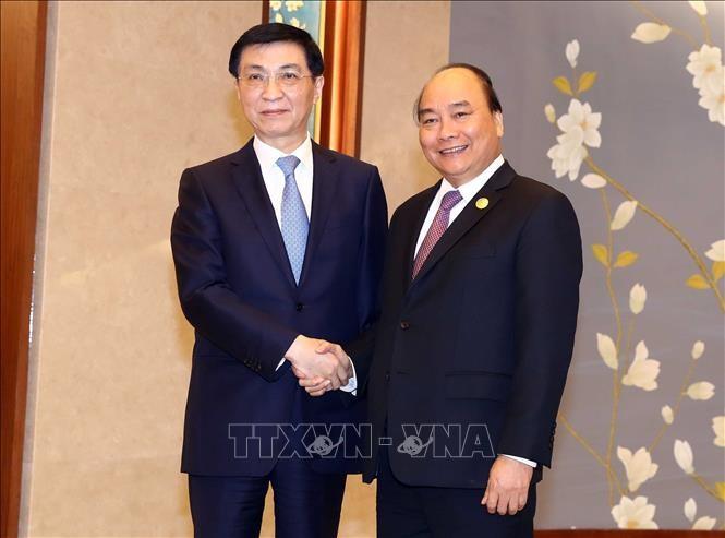 Thủ tướng Nguyễn Xuân Phúc hội kiến với  Bí thư Ban Bí thư Trung ương Đảng Cộng sản Trung Quốc Vương Hộ Ninh - ảnh 1