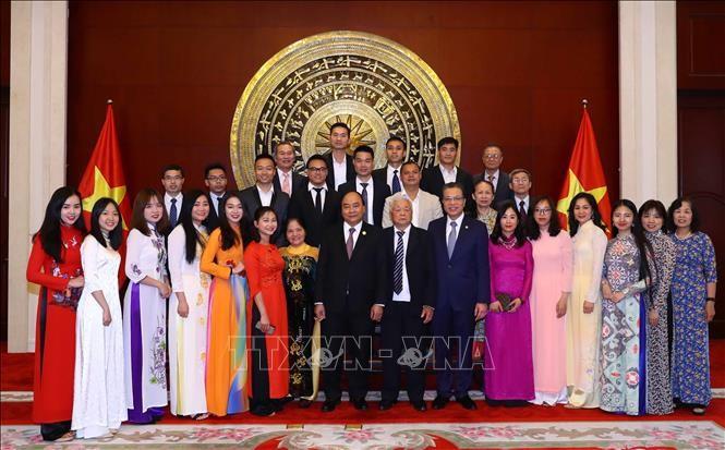 Thủ tướng Nguyễn Xuân Phúc thăm Đại sứ quán Việt Nam tại Trung Quốc - ảnh 1