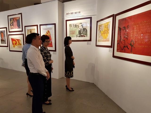 Khai mạc Trưng bày chân dung Hồ Chí Minh - Góc nhìn từ tranh cổ động - ảnh 3