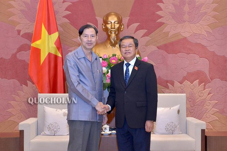 Phó Chủ tịch Quốc hội Đỗ Bá Tỵ tiếp Đoàn đại biểu Viện Nghiện cứu pháp luật Quốc hội Lào - ảnh 1