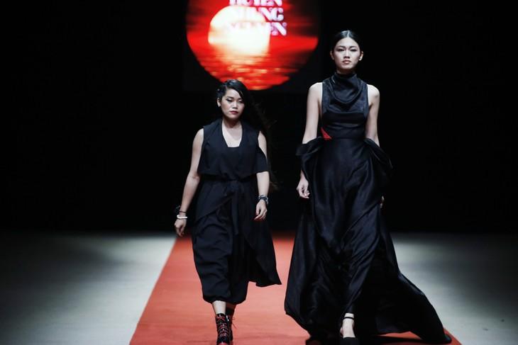 Quán quân Kim Dung, Á hậu Thanh Tú thay nhau làm vedette tại Tuần lễ thời trang Xuân Hè - ảnh 11