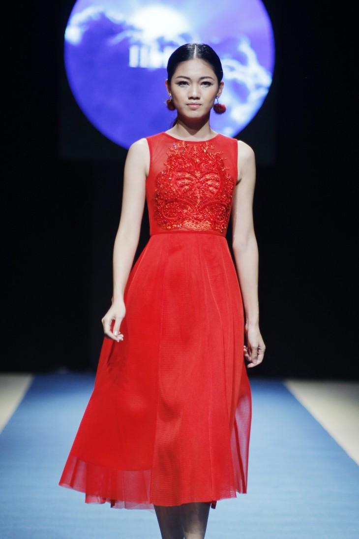 Tuần lễ thời trang Xuân Hè đêm thứ 3: Gam đỏ quyến rũ - ảnh 2