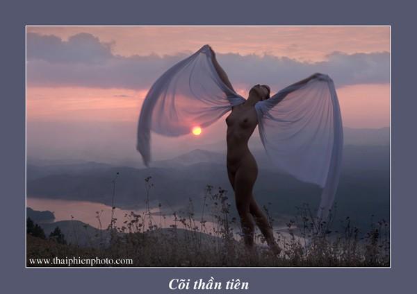Chiêm ngưỡng tác phẩm trong triển lãm ảnh nude đầu tiên được cấp phép ở Việt Nam  - ảnh 13