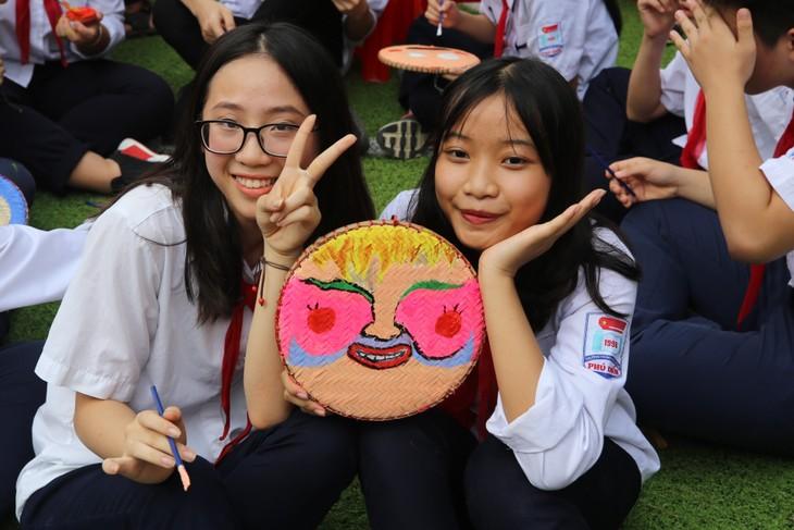 1000 thông điệp yêu thương của học sinh Thủ đô ngày khai trường hướng về Trường Sa - ảnh 10