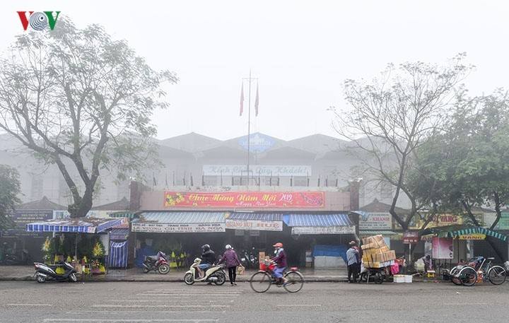 Breathtaking scenery of ancient Hue amid fog in late winter - ảnh 2
